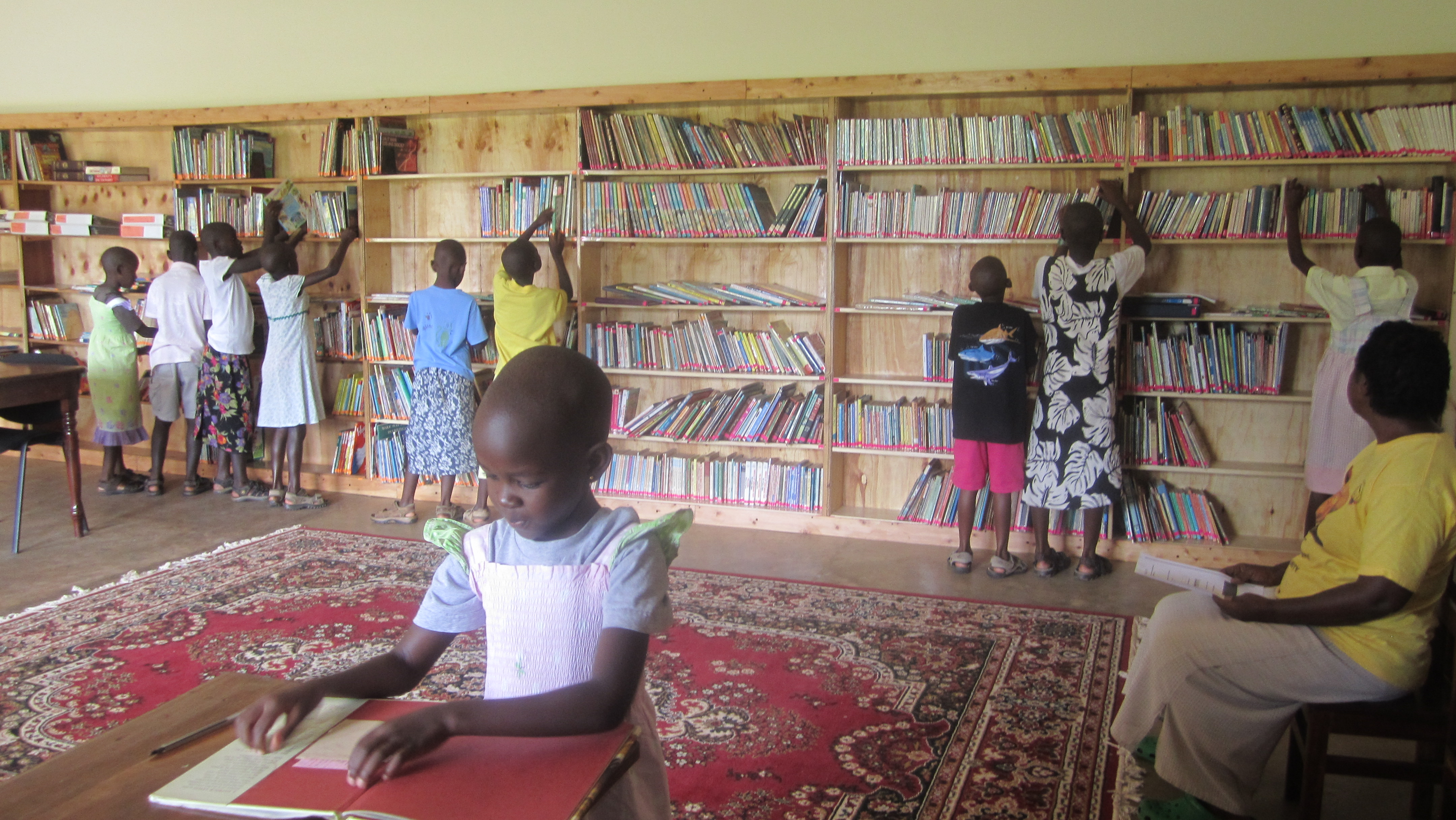 Girls_Inaugurate_the_New_Rafiki_Library